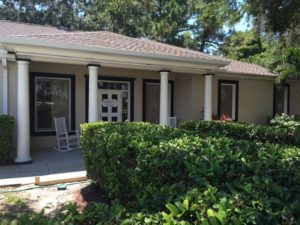 Front left view of Dr. Dee's Offices in Sarasota, FL